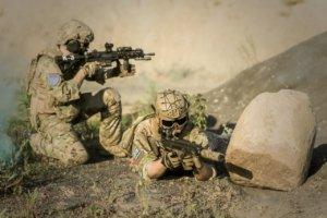 war-desert-guns-gunshow